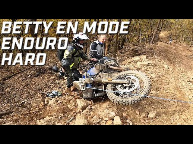 BETTY PASSE AU MODE ENDURO HARD ► EP.5 ► LA BANQUE POSTALE