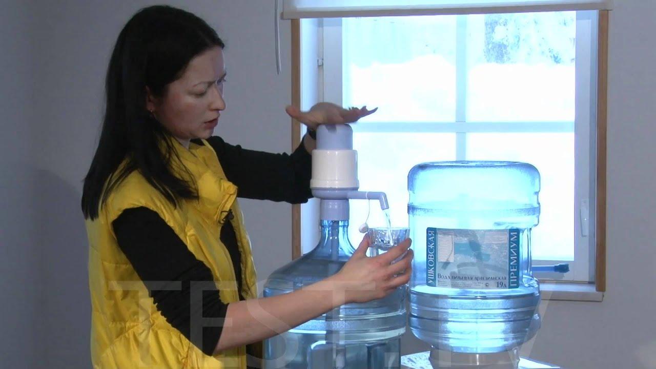 Купить помпу – получить порцию воды без лишних усилий. Помпа для воды необходима для комфортной порционной подачи воды из большой бутыли ( 19 л). В зависимости от метода подачи воды помпы делят на: механические – с ручной накачкой;; электрические – с насосом. Оба вида помп обладают.