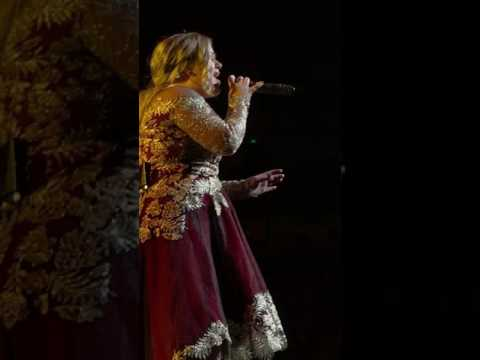 Kelly Clarkson 'Wrapped in Red' live at MIB
