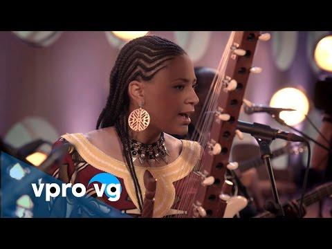 Sona Jobarteh - Mamamuso (live @TivoliVredenburg Utrecht)