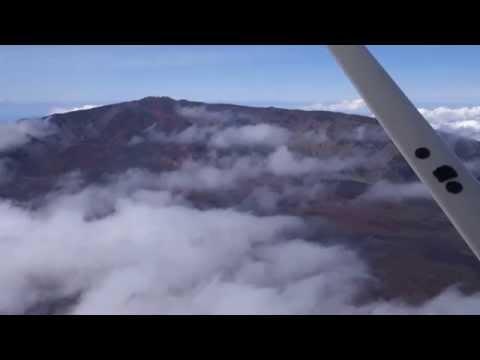 (HD) Flying close to Haleakalā Vulcano with Cessna 172 scenic flight @9500ft - house of the sun