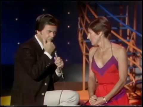 HELEN REDDY - DICK CLARK INTERVIEWS HELEN ON AMERICAN BANDSTAND IN 1980