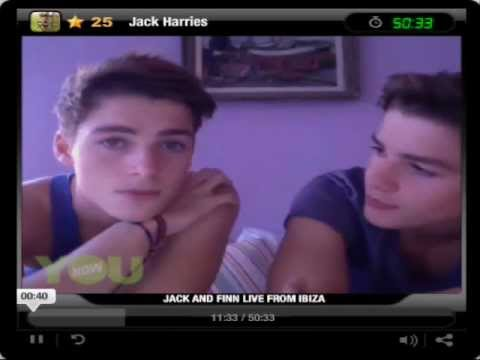 The Harries twins speaking spanish - YouTube