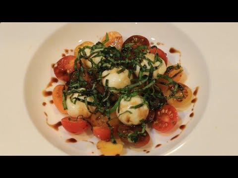 카프레제 샐러드와 발사믹 리덕션 | Caprese salad with balsamic reduction