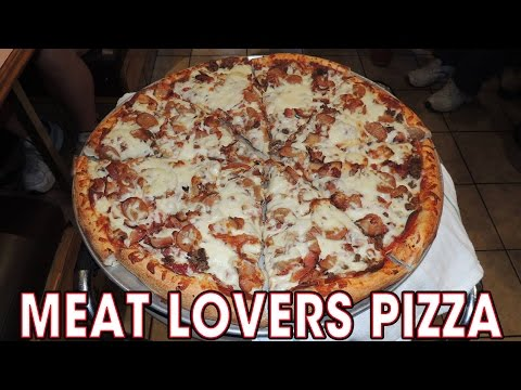 SMOKED Meat Lovers PIZZA Challenge in MONTREAL!!