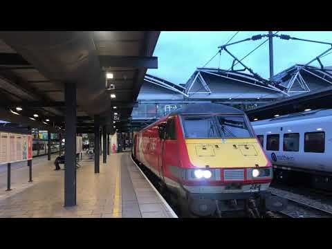 Inside Of Leeds City Station|Traveling On LNER 1st Class