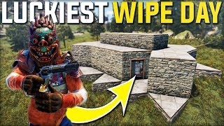 LUCKY START ON WIPE DAY A RICH BASE OWNER GAVE AWAY HIS BASE! - Rust Survival Gameplay | S21-E1
