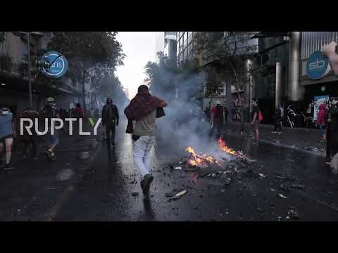 Chile: Water cannon turned on anti-govt protesters in Santiago