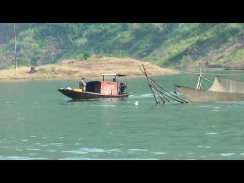 CHINE (Au fil du fleuve bleu) Gorges de QUTANG et de WU arrivée au barrage des 3 gorges