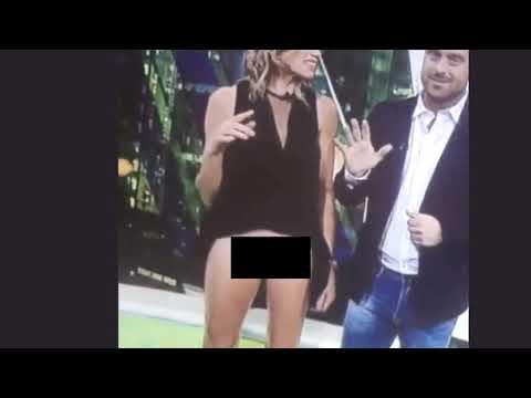 Голая журналистка случайно засветилась впрямом эфире мужчины видео
