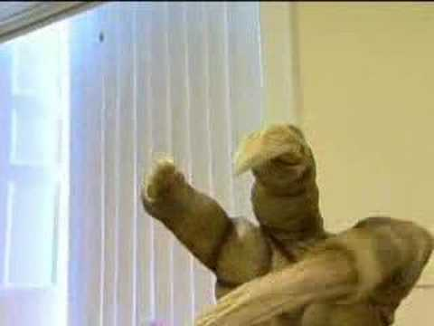 Moving the Slitheen - Dr Who Confidential - BBC sci-fi