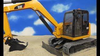 Película Niños Excavadora: BRUDER Mini Excavadora CAT 2456 con Pala niños juguetes