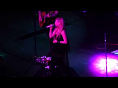 Avril Lavigne - Hello Heartache (Live at Sao Paulo)