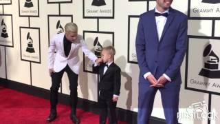 بالفيديو.. شقيق جاستن بيبر الصغير يحرجه أمام الكاميرات في 'الجرامي'