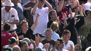 Video Simon Jones bowls Clarke - Ashes 2005, 3rd Test download MP3, 3GP, MP4, WEBM, AVI, FLV Desember 2017