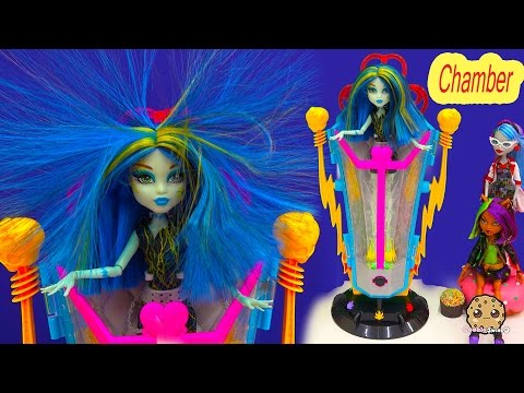 Monster High Freaky Fusion Recharge Chamber Hair Shocking with Exclusive Frankie Stein Doll Playset