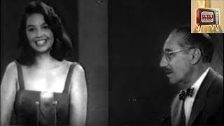 Groucho Marx chatting up female guests (1950s)