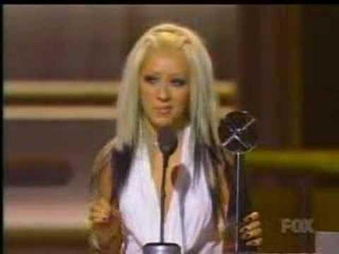 Christina Aguilera winning an award in the billboard 2000