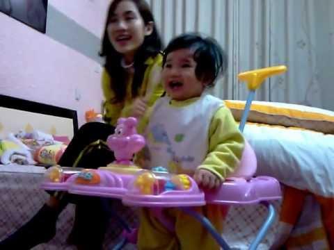 """Chích Bông hát """"chúc bé ngủ ngon"""" (10 tháng tuổi)"""