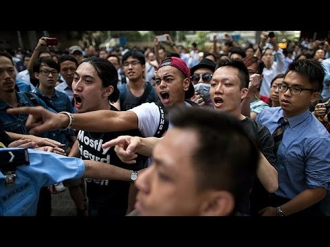 Clashes in Hong Kong as pro-democracy barricades are removed