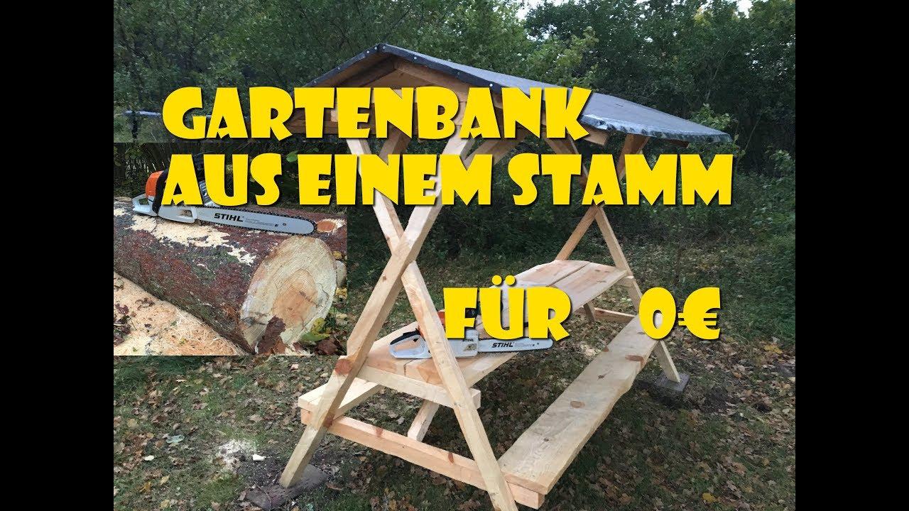 überdachte Gartenbank für 0 € aus einem Stamm mit der Kettensäge