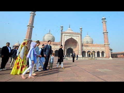 Justin Trudeau tours Delhi mosque as controversy swirls around India trip