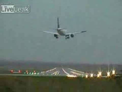 Airbus A320 Lufthansa nearly crashed during crosswind approach