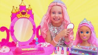 Alice va la fiesta para las princesas con nuevo vestido