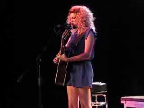 Tori Kelly: Stained