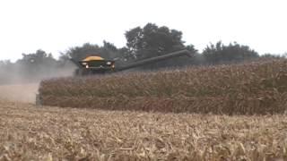 John Deere S690 Combine with 616C 16 Row Corn Head