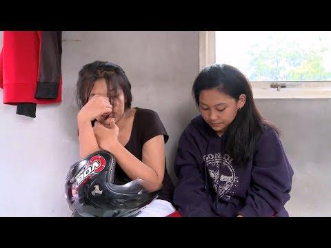 Masih Berstatus Pelajar SMP, Gadis Ini Ditilang & Dihampiri Ayahnya - 86