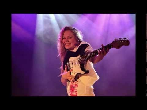 Laura van den Elzen - Girls Just Wanna Have Fun - 14 years - OFFICIAL VIDEOCLIP -