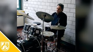 Schlagzeug-Grooves - Schlagzeuglehrer aus Hückeswagen zeigt verschiedene Stile