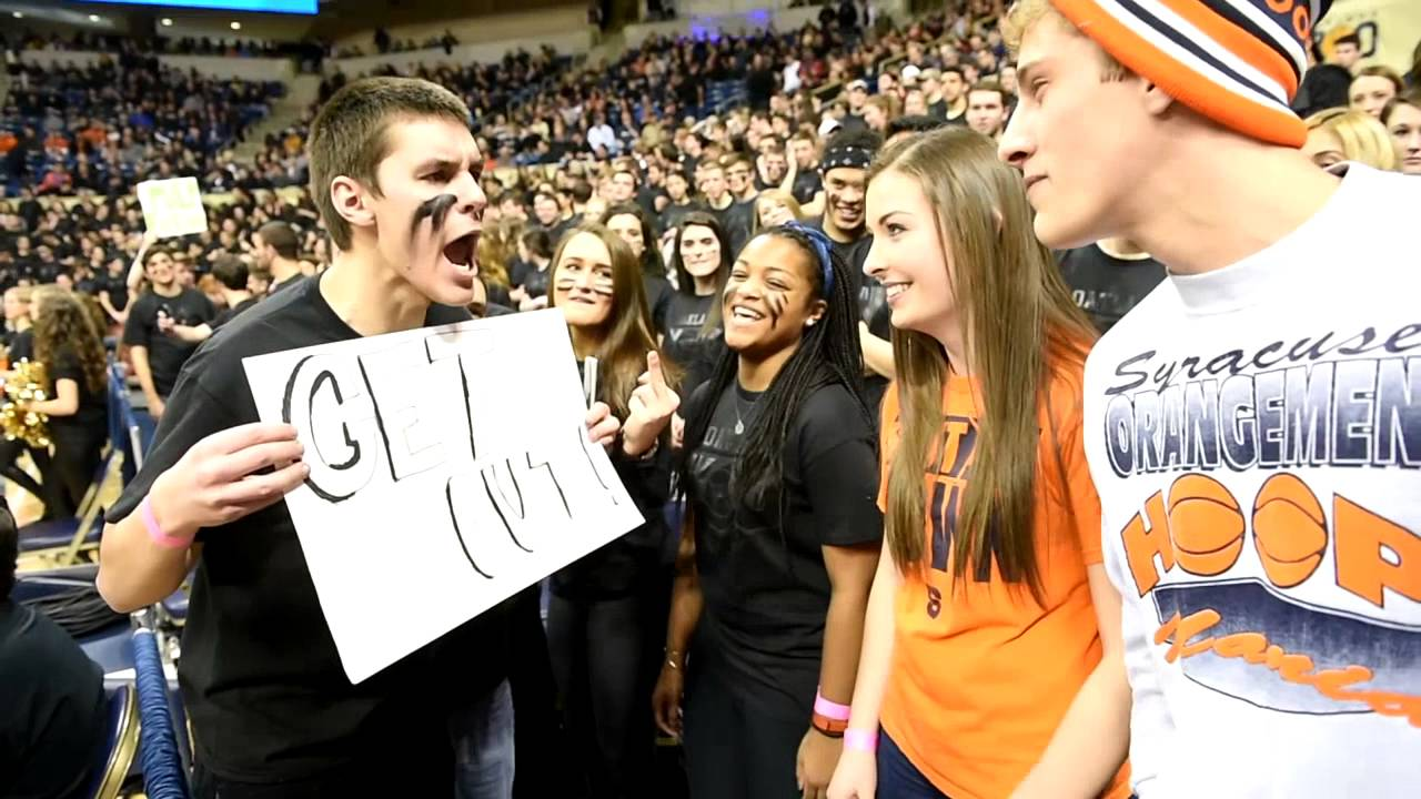 Video Pittsburgh Fans Get On Syracuse Fans At Basketball Game Youtube