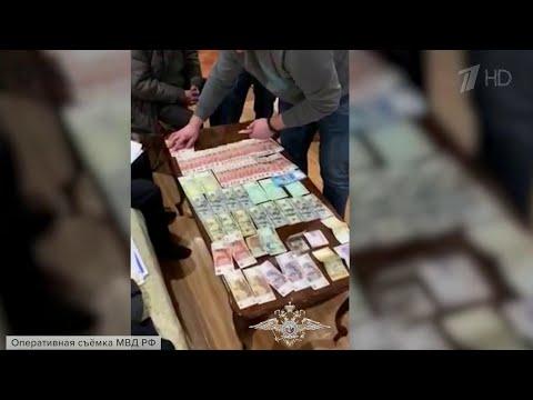 Банду лжеюристов, обманувших людей на десятки миллионов рублей, задержали в Волгограде.