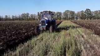 Трактор МТЗ 82.1 вспашка земли плугом