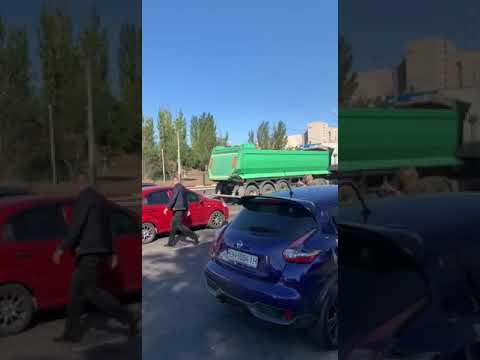 """Из-за драки двоих водителей """"встала"""" улица Балковская"""