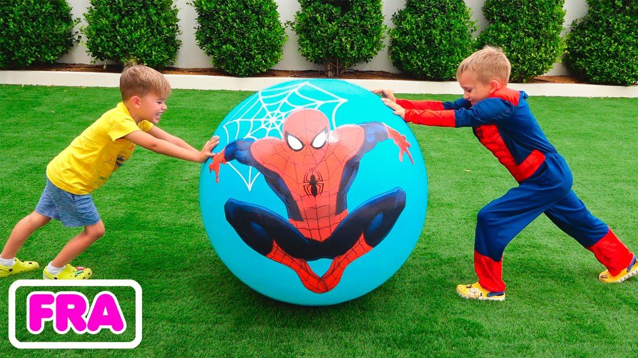 Vlad roule une surprise aux œufs avec des jouets et aide ses amis