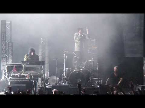 Crystal Castles - Fainting Spells 720p HD (Live @ The Fox Theater)