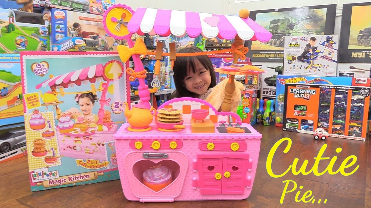 Pink cooking playset for little girls lalaloopsy magic for Little girl kitchen playset