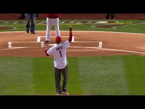NLCS Gm4: Ozzie Smith throws out the first pitch