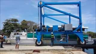 POWER CATAMARAN BOAT LIFTING DOMINICAN REPUBLIC