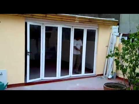 Puertas plegadizas de aluminio youtube for Puertas de calle aluminio precios