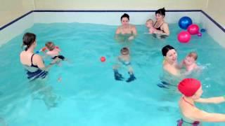 Малыш плывет к маме сам-Обучение плаванию в бассейне в Минске для детей (Курсы,Секция,занятия)