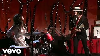 The White Stripes - Dead Leaves and the Dirty Ground (Live @ VH1 9/23/2005)