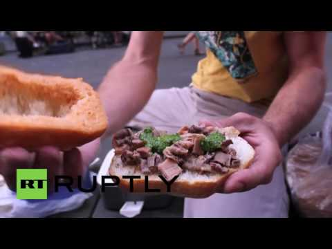 Italy: Anti-McDonald's protesters celebrate traditional Tuscan cuisine in Florence