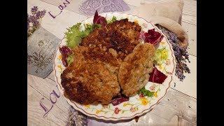 Котлеты необычные, куриный фарш с грибами,очень сочные)