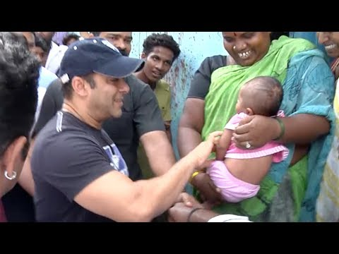 Salman Khan Playing With Poor Slum Kid Will Prove He is Real Bhaijaan