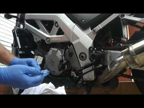 Clutch Slave Cylinder Rebuild. SV1000. Suzuki. Repair With New Seals. DIY