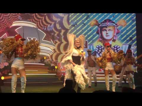 Xuchá - Xuxa descendo da nave ( Xou da Xuxa )